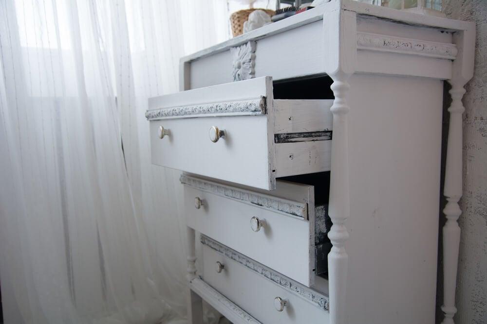 Quatro tipos de chiffonier para decorar quartos pequenos