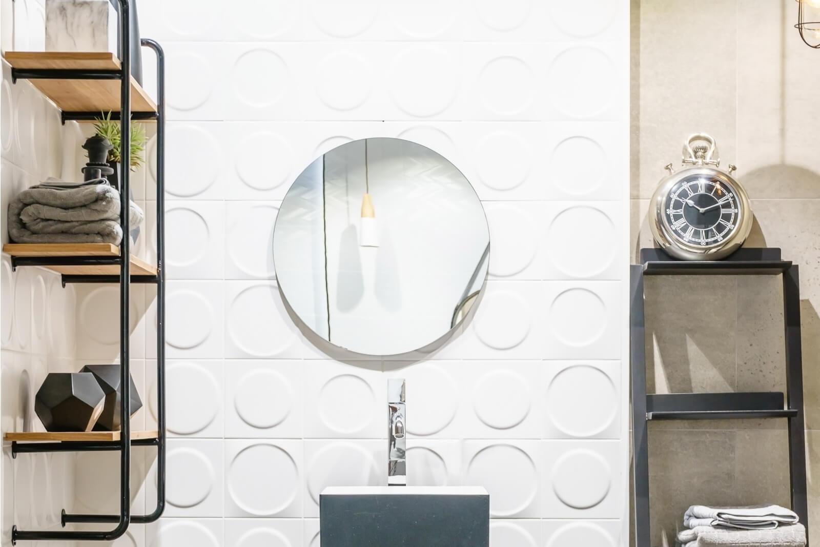 Papéis de parede com relevo e resistentes à umidade