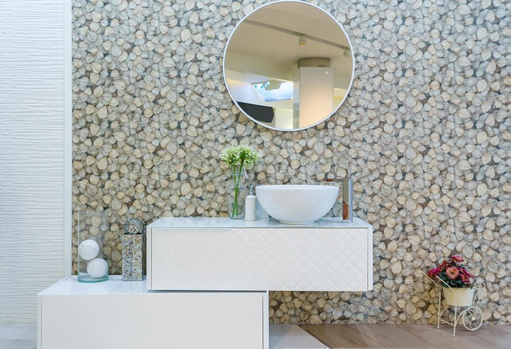 Revestir um banheiro com papéis de parede resistentes à umidade