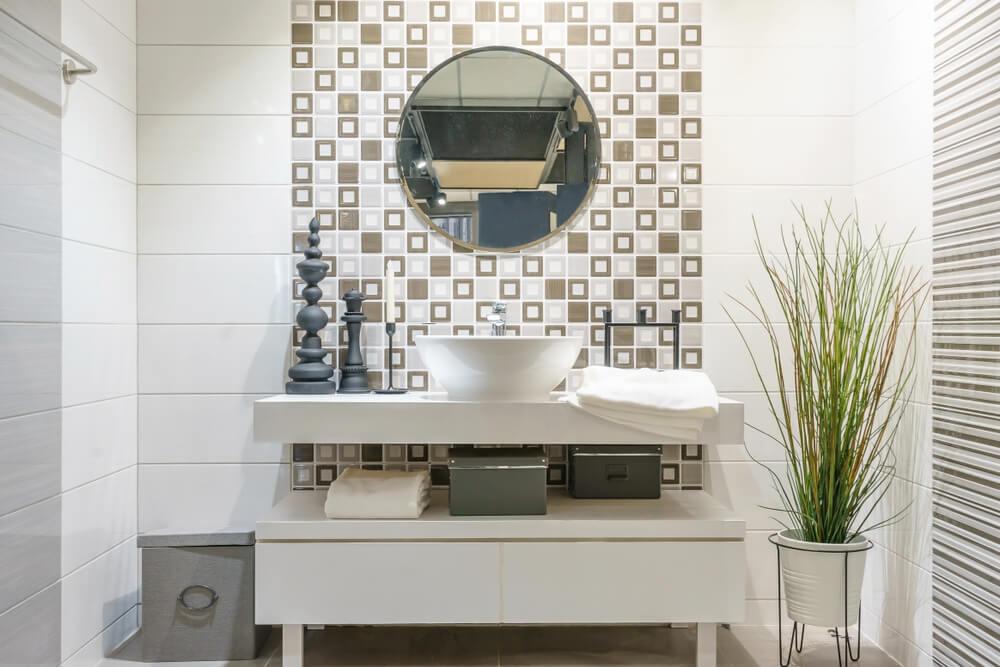 4 dicas para revestir um banheiro com papéis resistentes à umidade