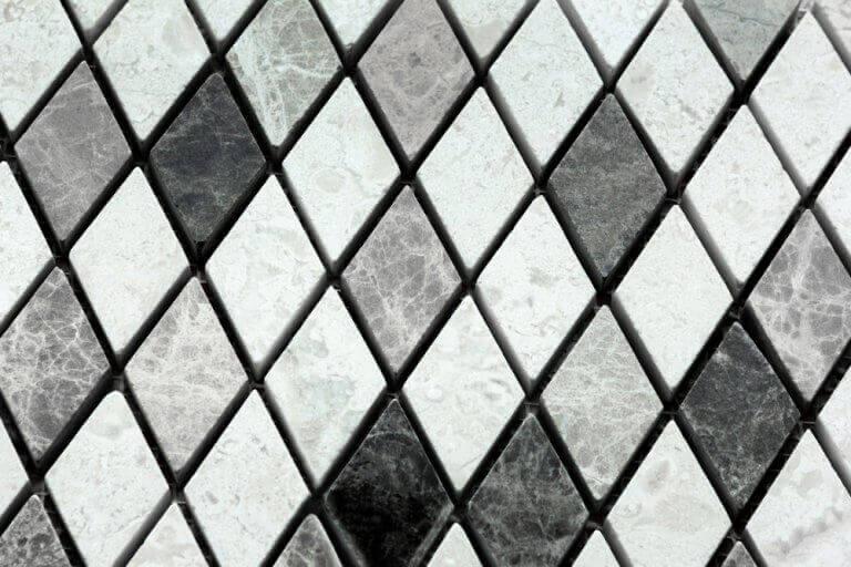 Pisos revestidos com azulejos geométricos