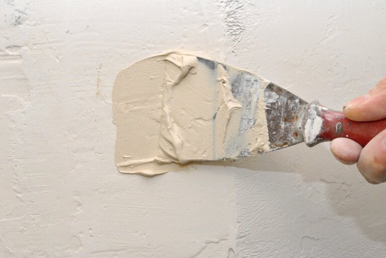Consertar rachaduras e buracos