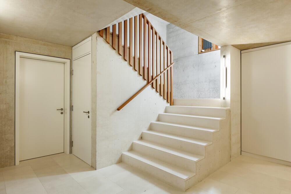 Escada com patamar