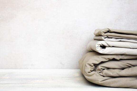 Escolha os lençóis da cama de acordo com a estação