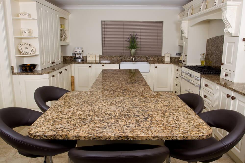 bancada de cozinha com superfície de granito personalizada