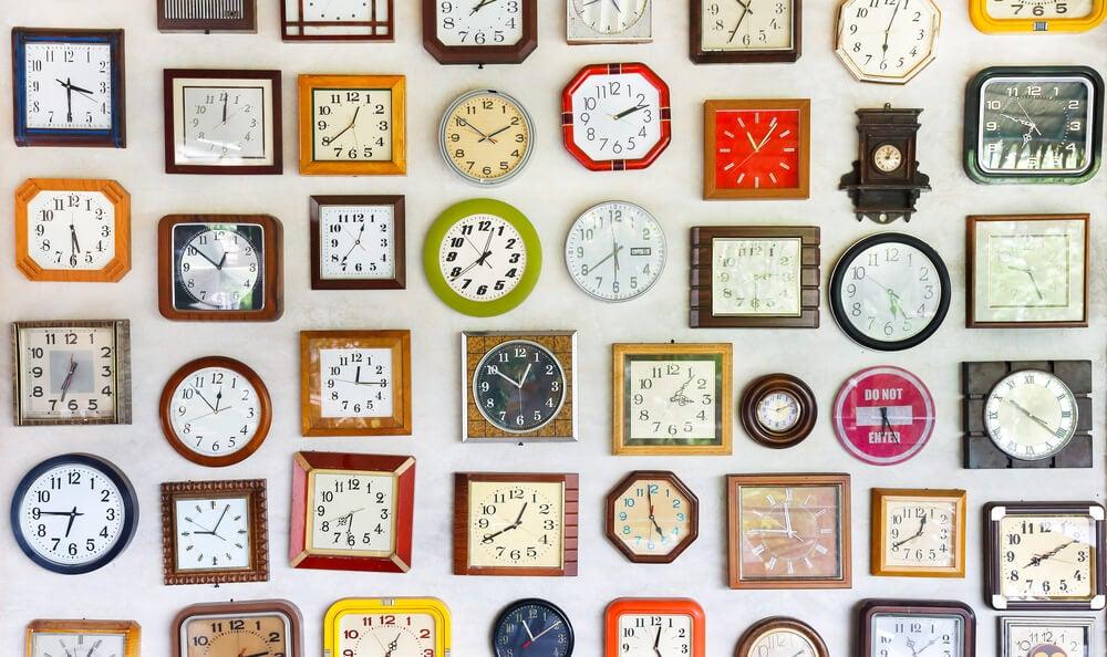 Decoração com diferentes tipos de relógio