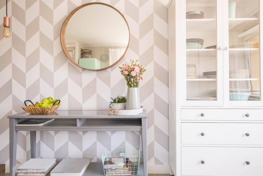 Como decorar a sua sala com espelhos redondos