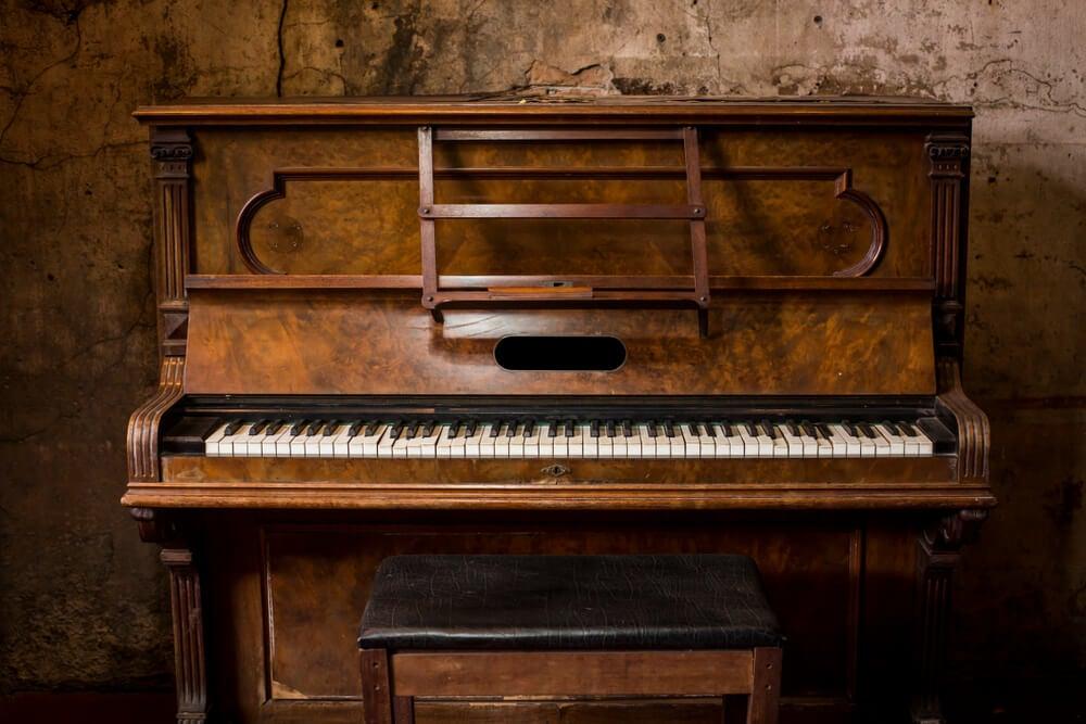 piano de madeira
