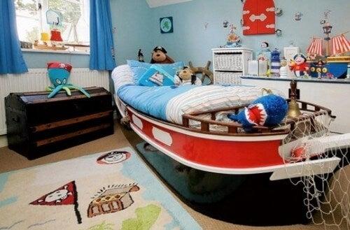 Os quartos infantis marinhos podem servir tanto para meninos como para meninas