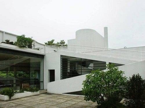 A Villa Savoye é considerada uma das grandes obras arquitetônicas do século XX