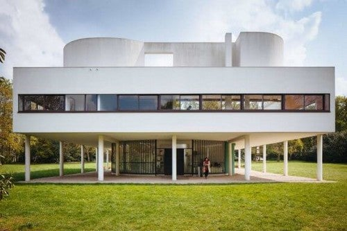Como é o interior da Villa Savoye de Le Corbusier?