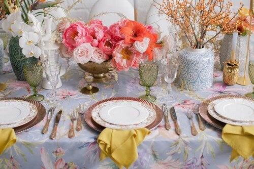Toalha de mesa com estampas vegetais