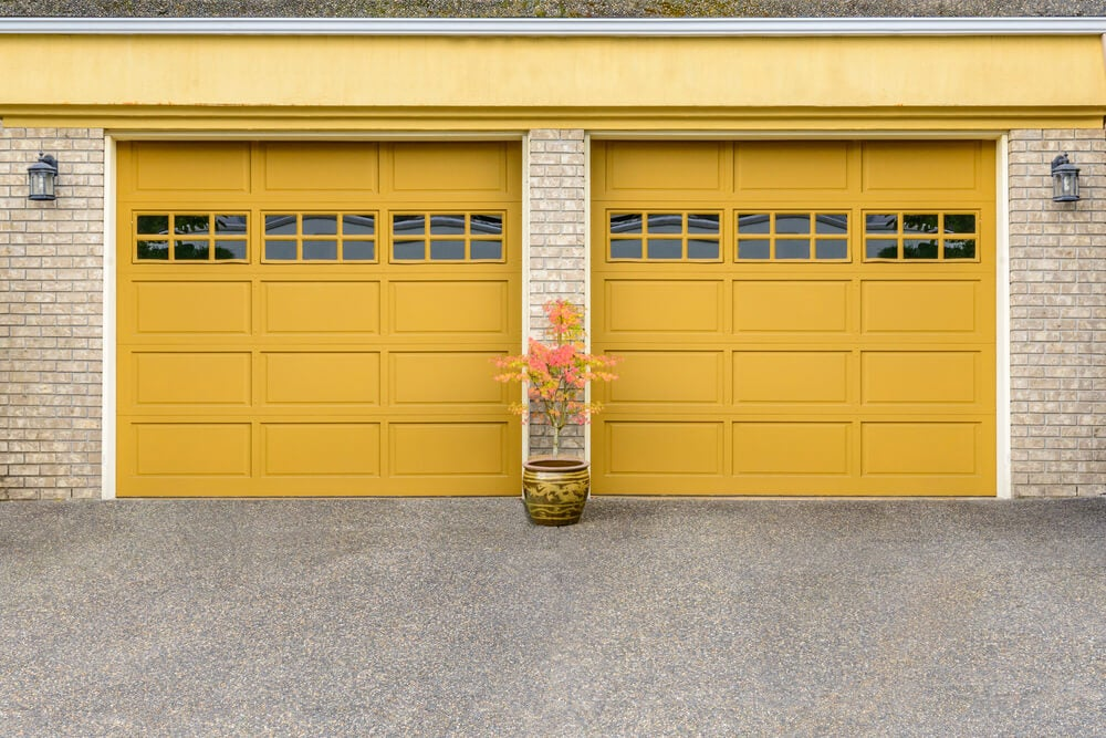 portas minimalistas de metal