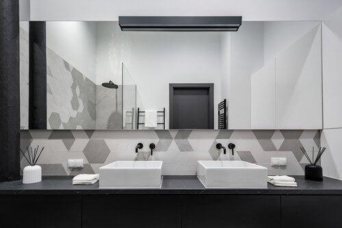 Imagine o luxo que seria incorporar um banheiro com duas pias