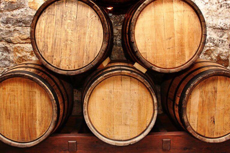 Aplicação decorativa e funcional de um barril de vinho