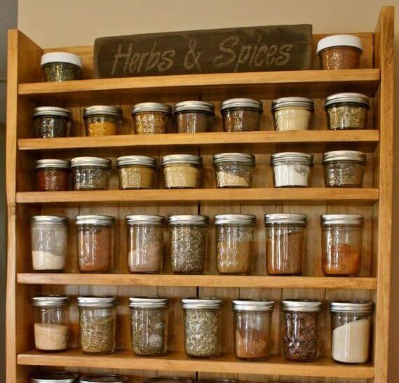 Prateleiras para armazenar especiarias na sua cozinha