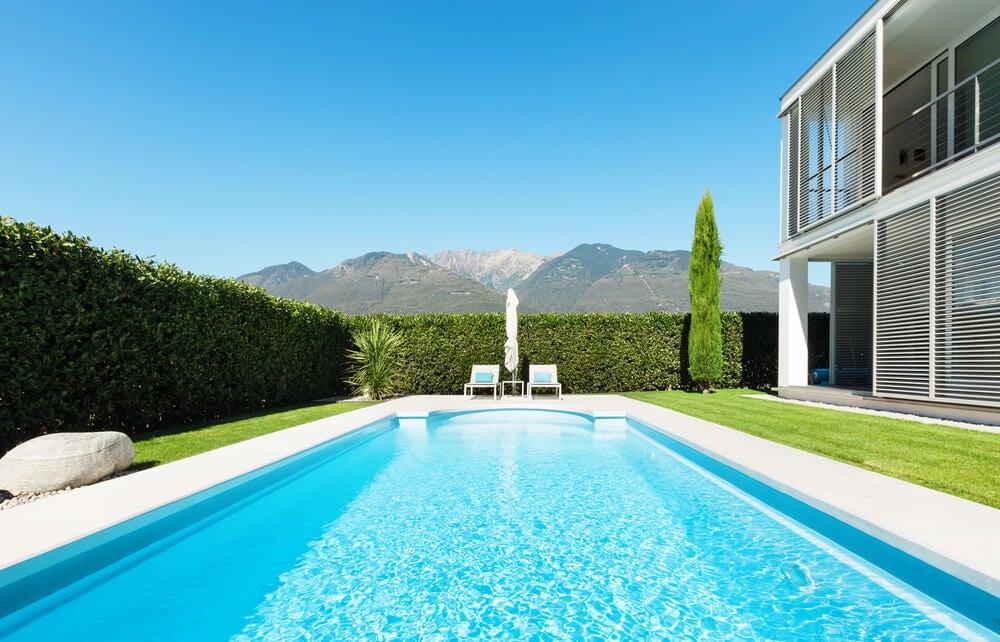 Ideias e desenhos de piscinas no estilo mediterrâneo