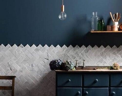 Lambri: uma tendência que sobe pelas paredes