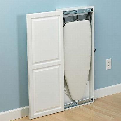 Na parede, uma maneira de guardar a tábua de passar