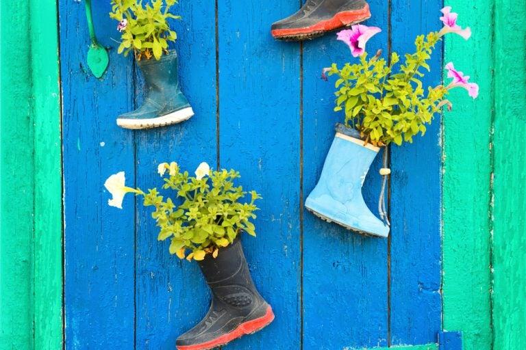 Botas de chuva, um dos elementos mais originais para decorar com flores