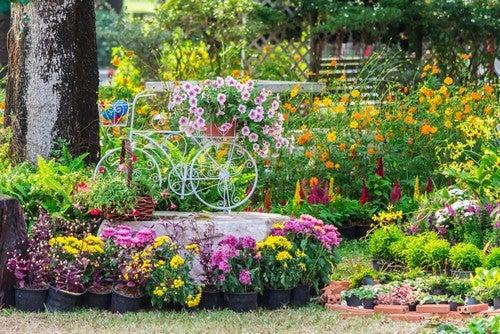 As ideias de paisagismo para o seu jardim também podem ter inspirações românticas