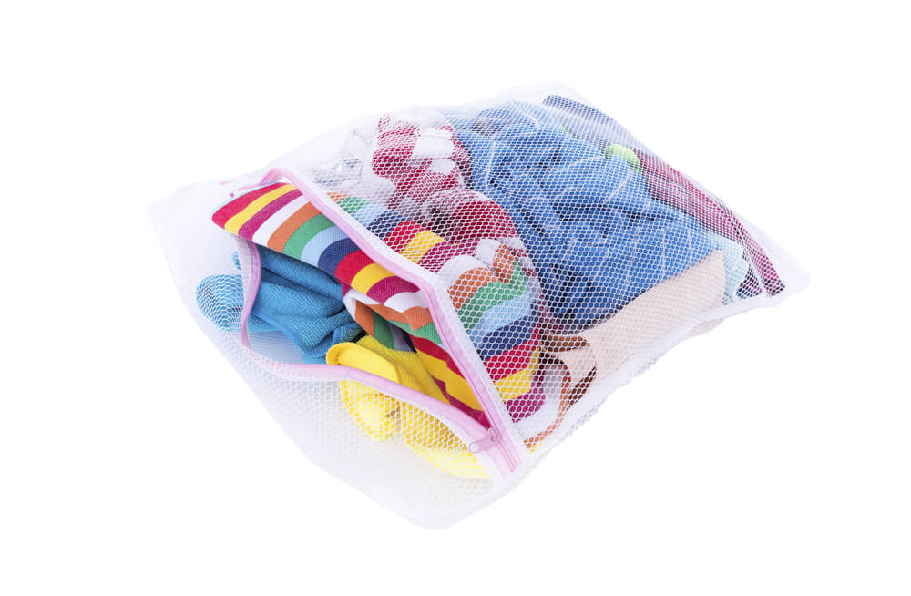 Não usar sacos protetores para roupas íntimas ou itens pequenos