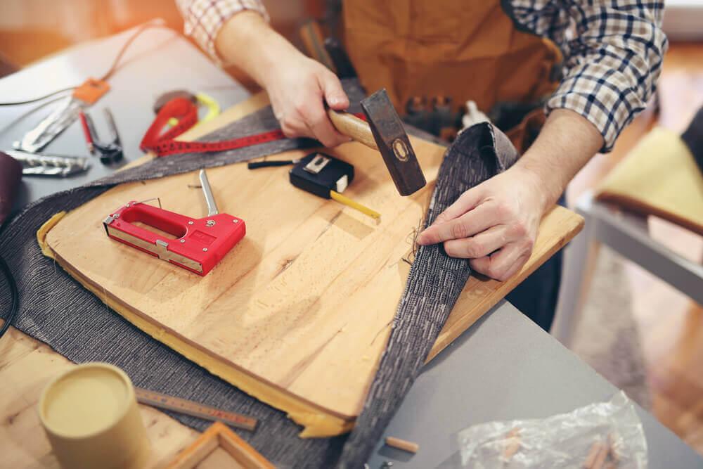 Técnica de corte e costura para dar uma cara nova para as suas poltronas