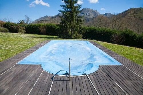 5 razões inteligentes para cobrir a piscina