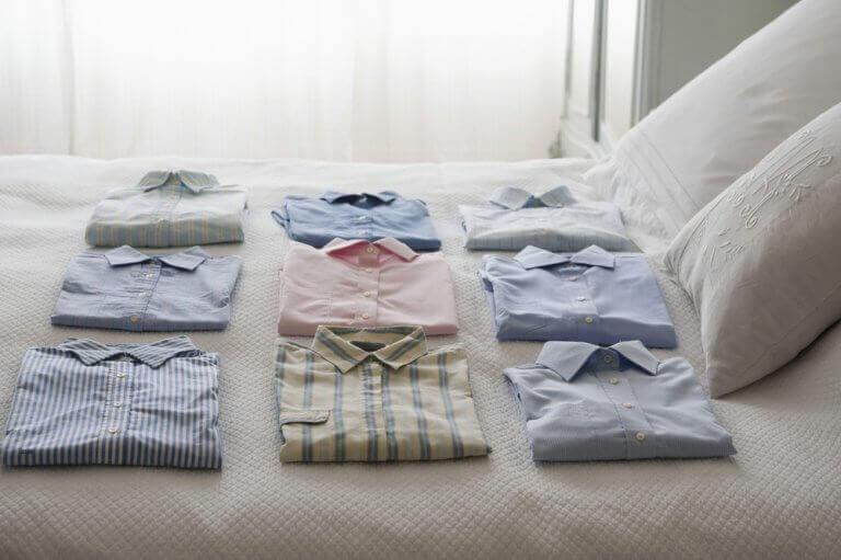 dobrar as roupas de acordo com o método KonMari