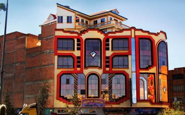O cholet, a arquitetura neo-andina da opulência