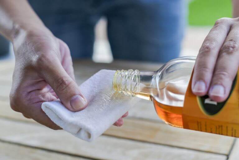Como limpar a madeira