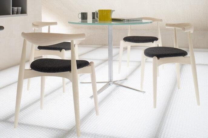 A cadeira CH20 de Hans Jørgensen Wegner: esbelteza e leveza