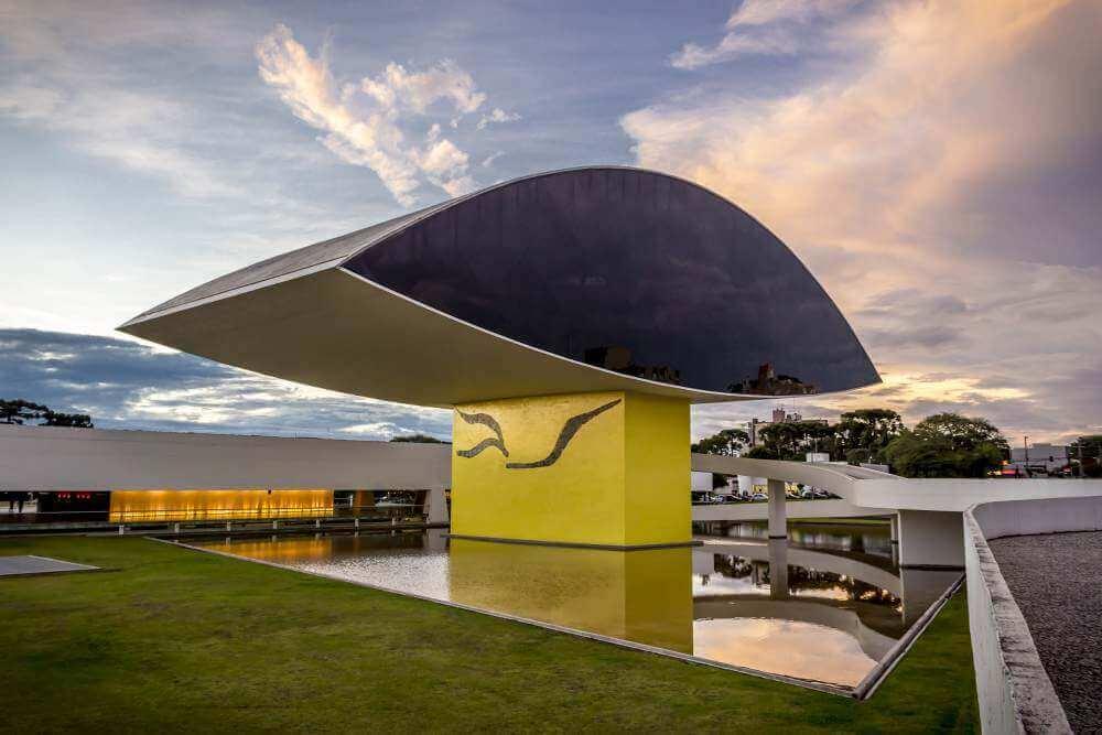 O museu Oscar Niemeyer, o olho de Curitiba
