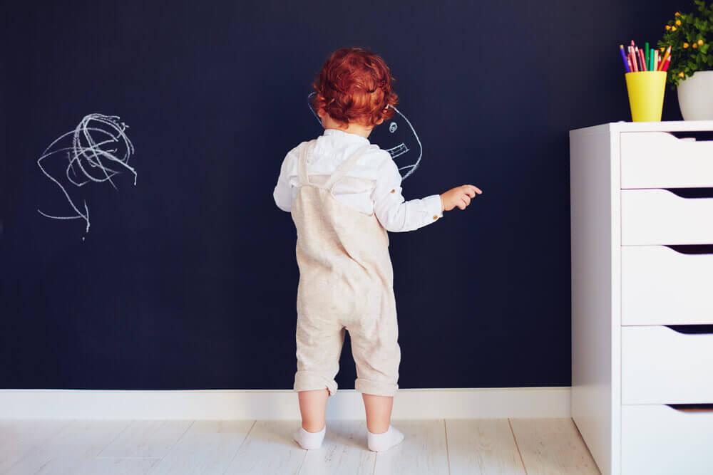 Tinta lousa para renovar os móveis