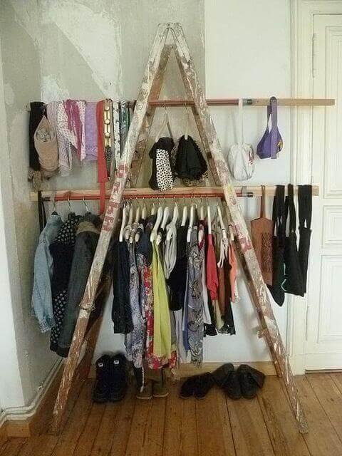 Closet feito com objetos reciclados