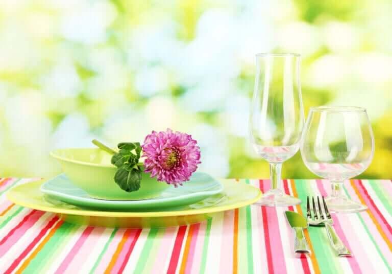 Toalhas de mesa festivas para as noites de verão
