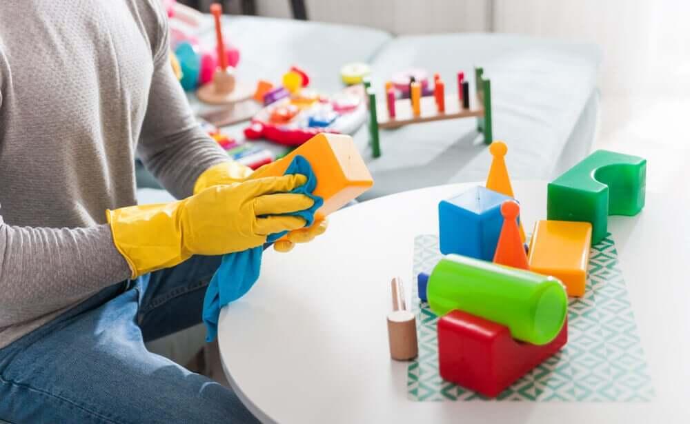 Lave os brinquedos sem danificá-los
