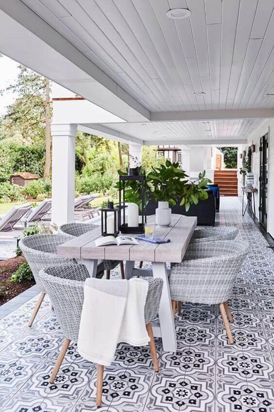 montar uma sala de jantar de verão