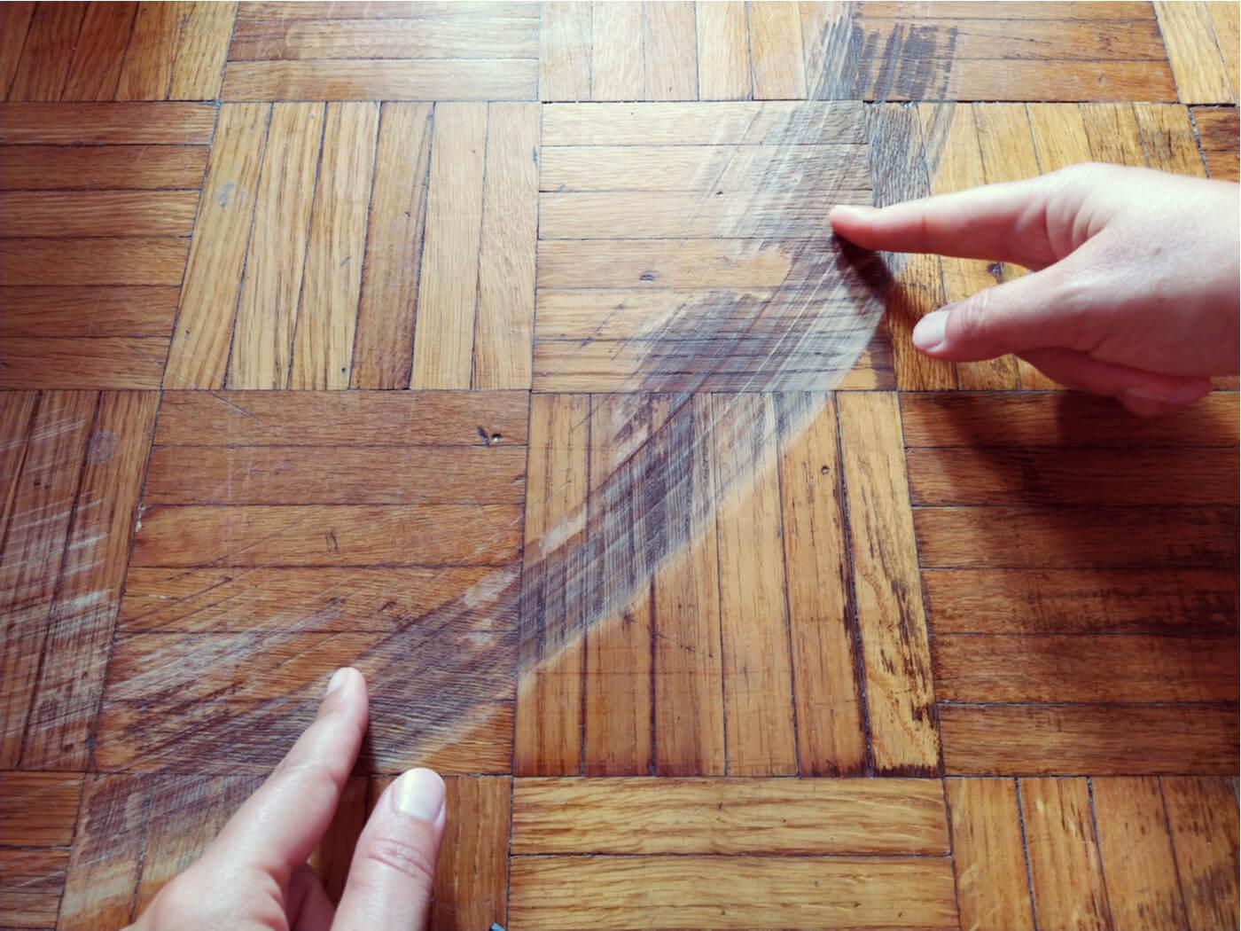 Como evitar o desgaste do piso causado pelo atrito das cadeiras