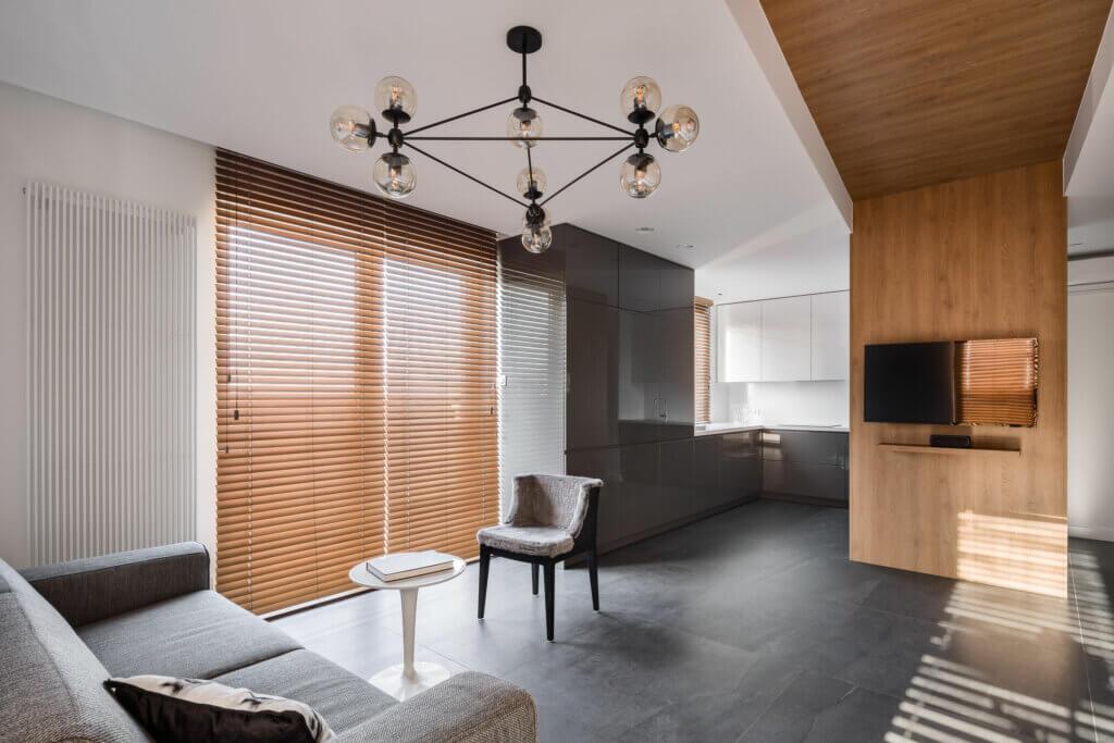 As persianas de madeira estão fora de moda?