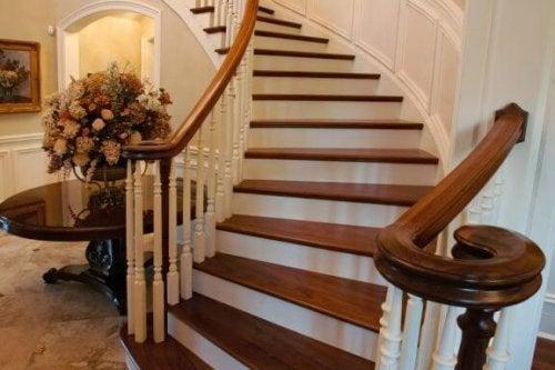 Merdivenleriniz İçin Güzel Ahşap Korkuluklar