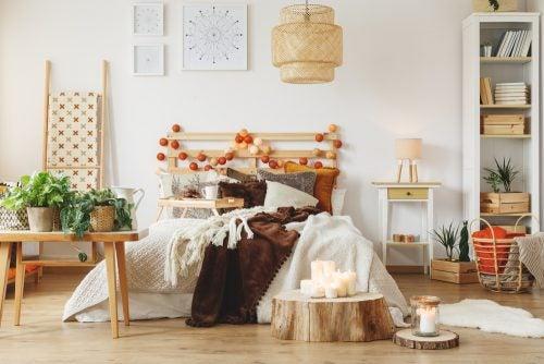 ahşap dekorlu yatak odası