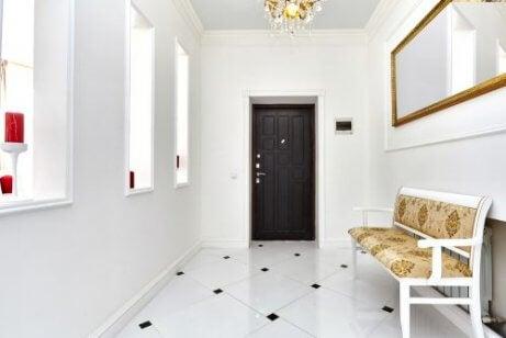 koridorda mobilya kullanmak