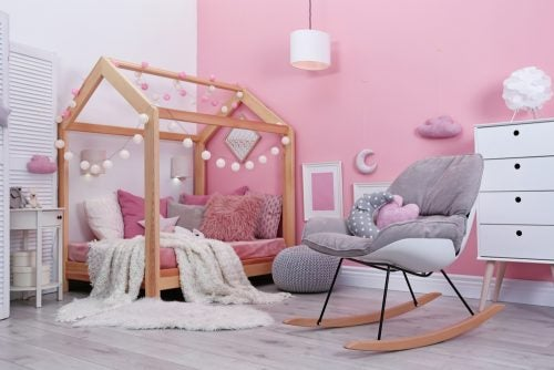 pembe tek renkli bebek odası