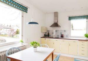 yeşil mavi desenli mutfak perdeleri