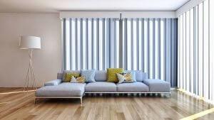 L koltuklu geniş ve ferah bir salon ve radyant ısıtma