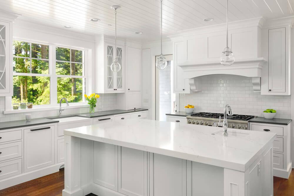 beyaz kuvars tezgahlı mutfak