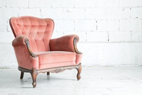 Odanıza romantik bir hava katmak için nostaljik bir mobilya
