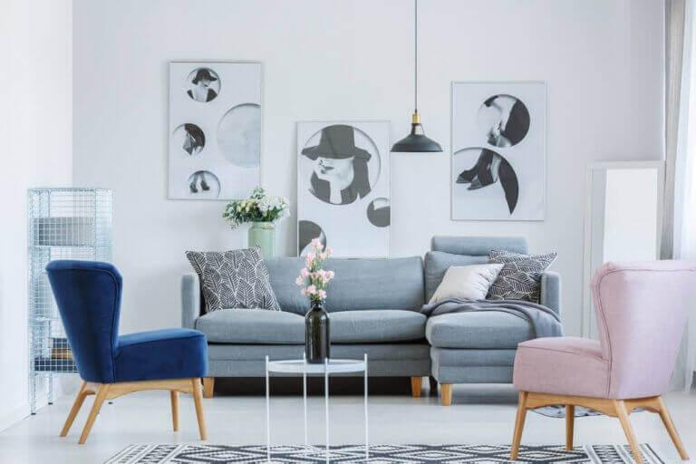 üç tablo asılı duvar