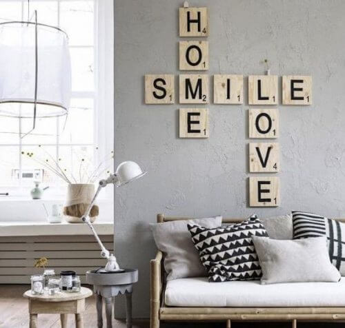 Boş duvarları dekore etmek için kelime kutucukları